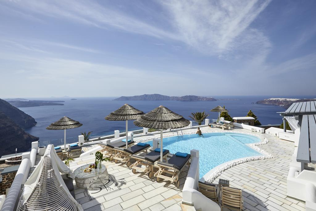 family hotels in Santorini